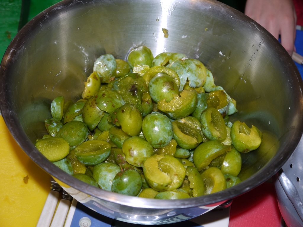 Greengages ready to cook